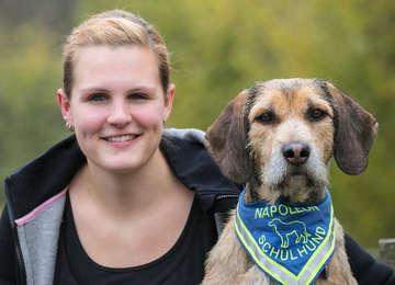 Zweijähriger Mischling ist ausgebildeter Therapiehund an der IGS  Von Dennis Bartz