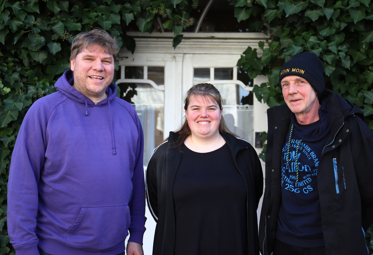 Marc Andreßen (von links), Kim Kristin Weber und Olaf Laudan bringen Helfer und Hilfesuchende in Zeiten der Corona-Krise zusammen.