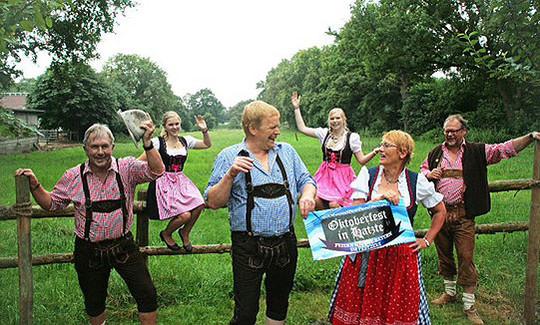Dirndl und Lederhose herausgeholt: Die Hatzter Schützen veranstalten zum zweiten Mal ein Oktoberfest