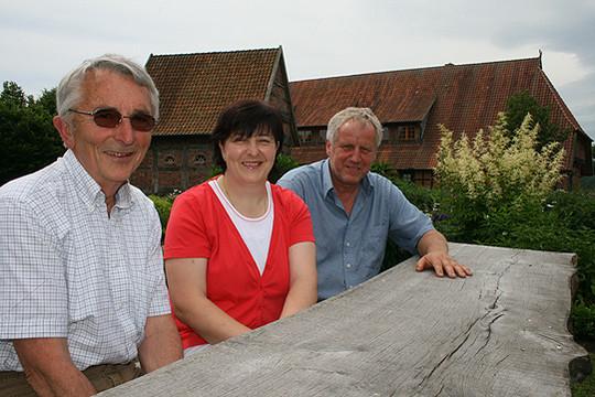 Jürgen Schmidt (links), Elvira Tödter und Wilken Depke sind drei von vier Vorstandsmitgliedern des neuen Kulturvereins für die Samtgemeinde Bothel               Foto: Voigt