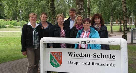 Die Rektorin der Wiedau-Schule, Annemarie Dollinger (links) mit Melanie Haase, Sabine Müller, Michael Holzmann, Uta Höhns, Michaela Dittmer und Imke Cordes