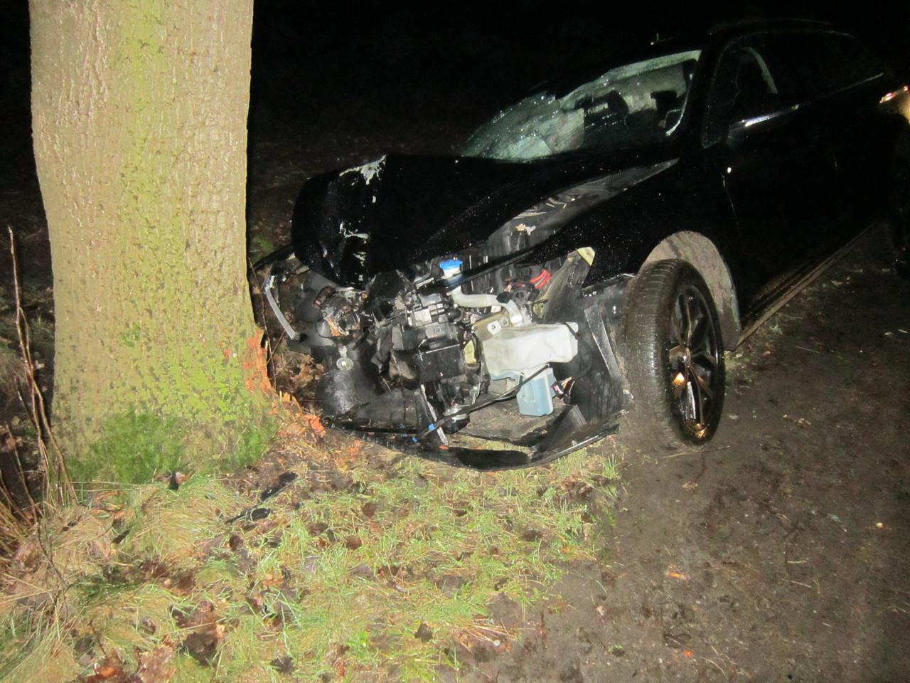 Ein 19-Jähriger wird für seinen Leichtsinn bestraft: ein Auto mit Totalschaden und den Führerschein musste er abgeben.