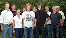 Das Flohmarkt-Team mit den neuen Mitgliedern. Alexandra Holste, Henning Wirtz und Paul Pakulat (im Vordergrund von links) Foto: Plage