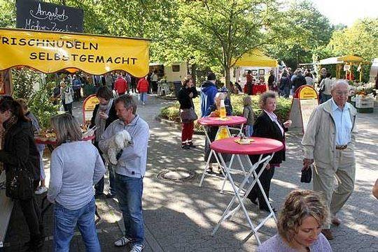 Zahlreiche Besucher konnten zum ersten Köper-Markt in Oyten begrüßt werden                                 Foto: Zachrau