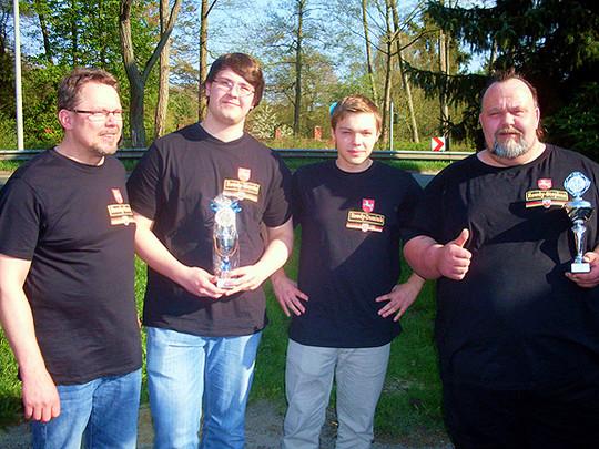 Erfolgreiche Darter (von links: Harm Freesen, Marvin Hertwig, Dominik Lenz und Stephan Hertwig)