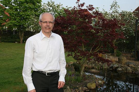 Hermann Luttmann im heimischen Garten u2013 dort zu Arbeiten ist regelmäßig Teil der Freizeitgestaltung           Foto: Voigt
