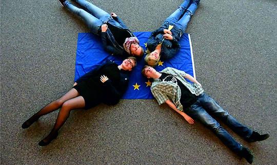 Mit witzigen Ideen werben die Schüler der BBS für die Teilnahme an der Juniorwahl zur Europawahl