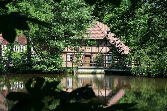 Die Wassermühle in Federlohmühlen nahe Kirchwalsede beteiligt sich auch am Aktionstag und bietet ein Rahmenprogramm an      Foto: Archiv