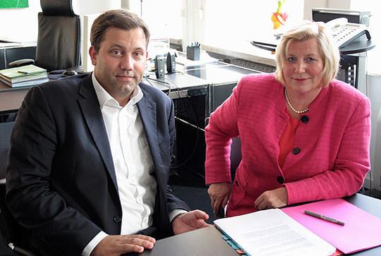 Lars Klingbeil beim Gespräch mit Gesundheitsministerin Cornelia Rundt