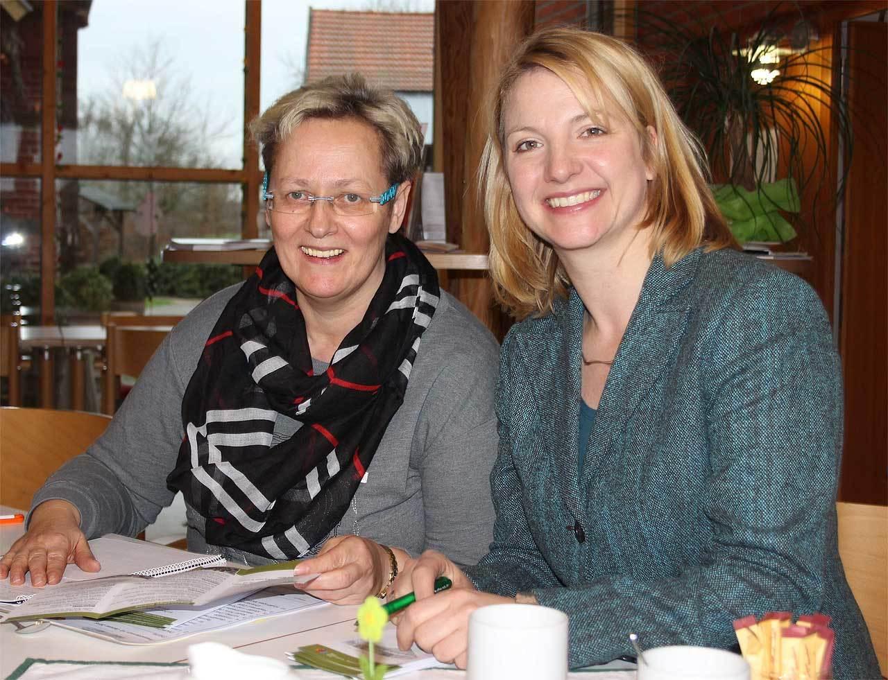 Manuela Thies (links) und Ilka Holsten-Poppe sehen dem Jubiläumsjahr optimistisch entgegen  Foto: Blaak