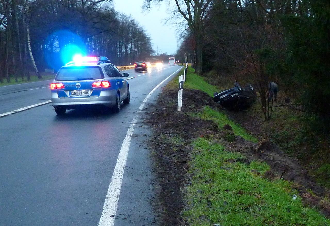 Der Audi eines 51-jährigen Bartelsdorfers landete auf dem Dach und hat nach Einschätzung der Polizei nur noch Schrottwert.