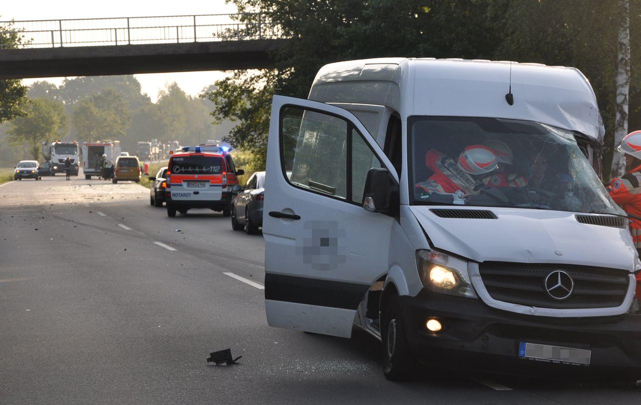 Nach dem schweren Unfall ist die Bundesstraße 75 seit dem Morgen gesperrt.