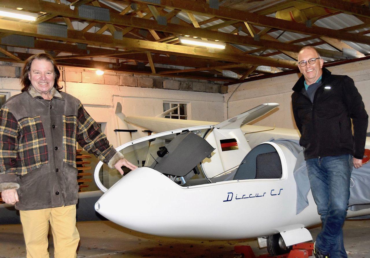 Norbert Neupert und Christian Rinn hoffen auf ein schnelles Wiedererwachen des Segelflugsports in Rotenburg.