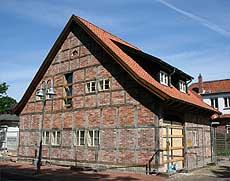 Ein Hingucker in der Goethestraße: die wieder aufgebaute Cohn-Scheune   Foto: Woyke
