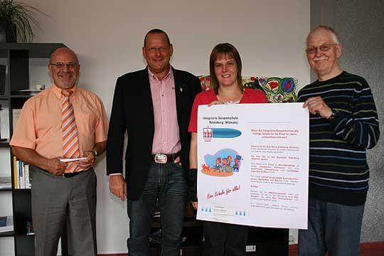 Hoffen auf großes Interesse bei der Info-Veranstaltung und viele Stimmen der Eltern (von links): Hans Eckert, Bürgermeister Detlef Eichinger, Marje Grafe und Hans-Kristian Koch       Foto: Woyke