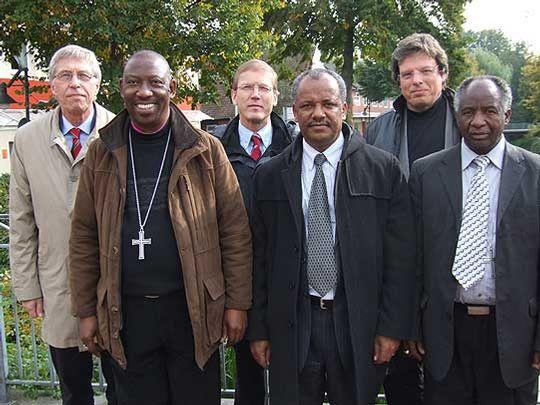 Drei Bischöfe aus Botswana, Äthiopien und Südafrika sahen sich auch in Rotenburger Kirchengemeinden um         Foto: Olthoff