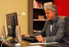 Ralf Borngräber (hier im Büro in Rotenburg) weist auf die gute Bilanz niedersächsischer IGSen hin: 55 Prozent des Einschulungsjahrgangs 2004 sind auf dem direkten Weg zum Abitur