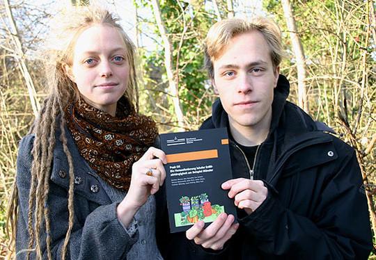 Die Referenten des Info-Abends, Charlotte Niekamp und Nikos Saul, sind Mitverfasser einer Studie zum Thema Peak Oil