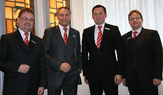 Der Sparkassenvorstand blickt auf ein schwieriges Jahr zurück (von links: Olaf Achtabowski, Jürgen Lange, Klaus Schröder, Thomas Riebesehl) Foto: Ricci
