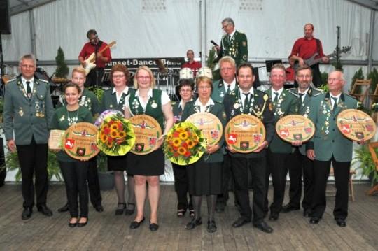 Das neue Kreis-Königshaus wurde in Wittkopsbostel proklamiert                   Foto: Plage