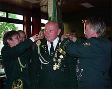 Vor einem Jahr wurde Helmut Schlobohm als Boscheler Schützenkönig proklamiert. Am Samstag läuft seine Amtszeit aus       Foto: Archiv