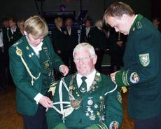 Vor einem Jahr erhielt Friedhelm Ritter die Königsinsignien verliehen. Am Samstag endet seine Regentschaft           Foto: Archiv
