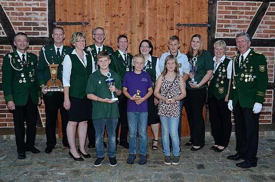 Beim Erntefest in Wittkopsbostel wurden Titel, Pokale und Medaillen vergeben          Foto: Plage