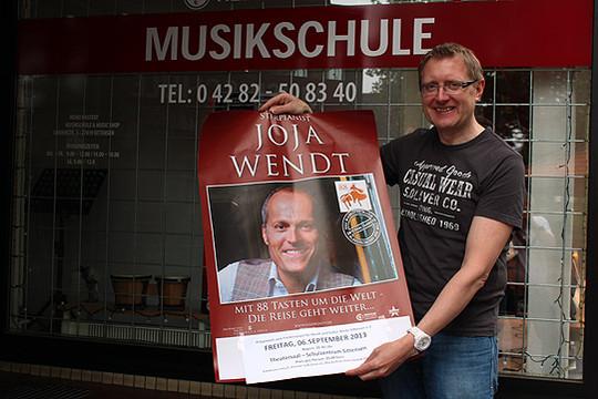 Der Vorsitzende des Fördervereins, Heiko Hastedt, freut sich, Joja Wendt erneut zu einem Konzert begrüßen zu dürfen    Foto: Fricke