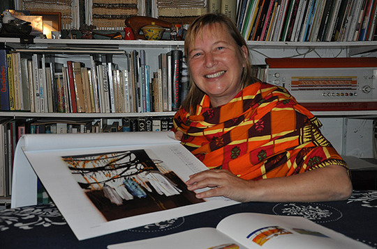 Seit 19 Jahren gestaltet die Sottrumer Künstlerin Frauke Beeck den beliebten Wümmekalender, von dem es mittlerweile die 40. Auflage gibt  Foto: Haselmeyer