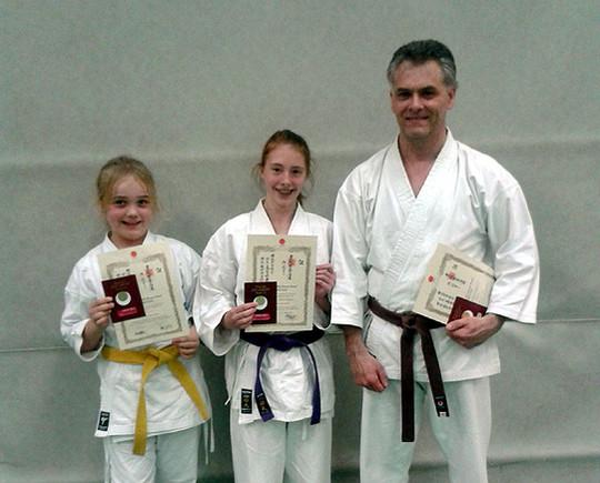 Unter der Leitung von Shihan Ochi trainierten die Sottrumer Karateka in Bremen und bestanden anschließend die Prüfungen zum siebten, dritten und ersten Kyu