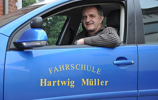 Seit 2000 ist Hartwig Müller mit seiner Fahrschule in Sottrum ansässig und bereitet Fahranfänger sicher auf die Prüfung vor         Foto: Archiv