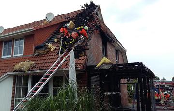 Enormer Gebäudeschaden nach Feuer im Carport