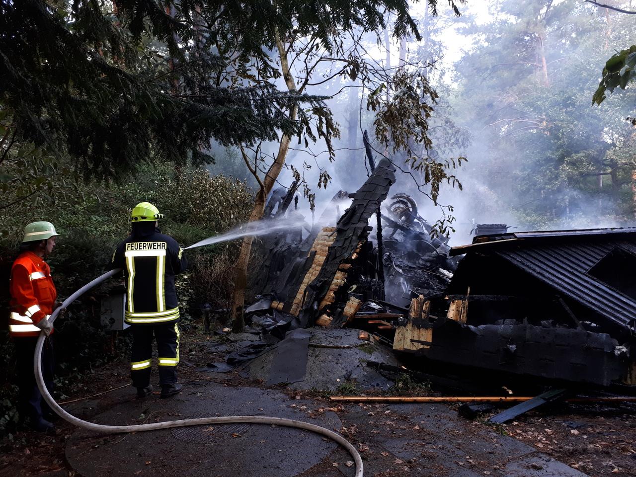 Explosion und anschließendes Feuer zerstörten das Haus im Wochenendgebiet Everinghausen vollständig.