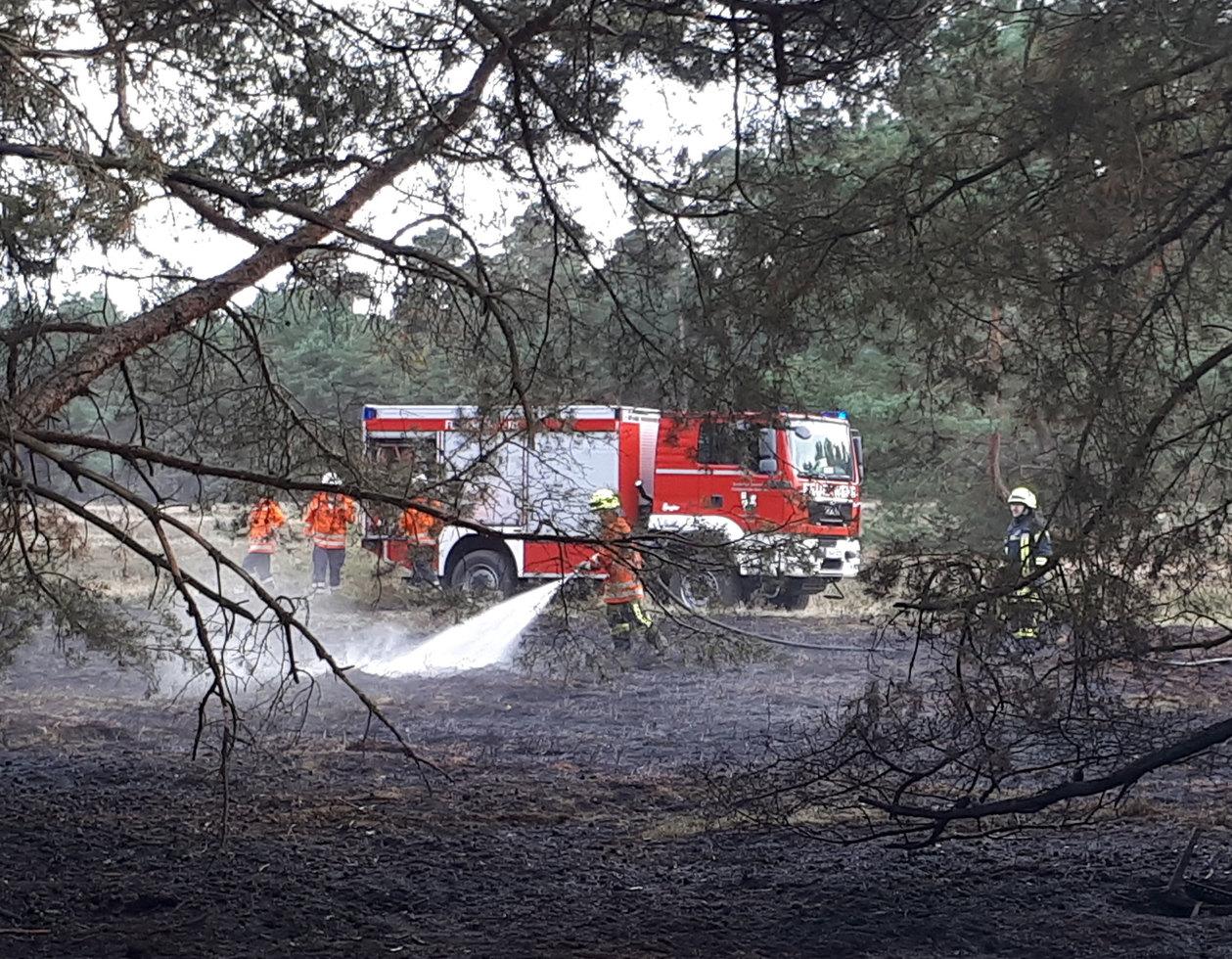 Die Feuerwehren der Samtgemeinde Sottrum hatten am Dienstagnachmittag mit einem Flächenbrand auf dem Truppenübungsplatz in Hellwege zu tun.