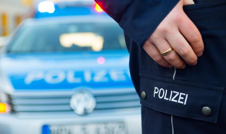 Die Polizei hatte es am Freitagmorgen mit einer Toten zu tun, die nach bisherigen Erkenntnissen auf die Autobahn gesprungen war.