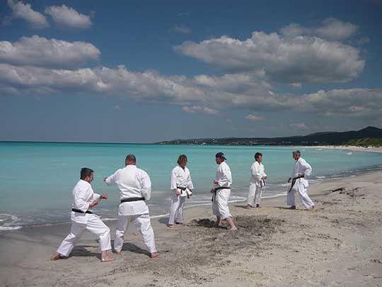 Die Sottrumer Karateka konnten ein Training direkt am Mittelmeer in der Nähe des italienischen Ortes Cecina, genießen