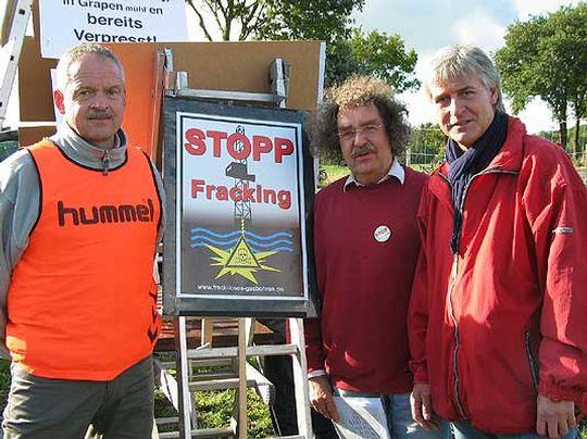 Andreas Weber, Hartmut Horn und Ralf Borngräber (rechts) sprachen auf der Demonstration in Bötersen         Foto: Rehak