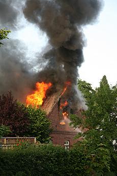 Die Drehleiter aus Rotenburg war von der Wittorfer Feuerwehr sofort zu Hilfe gerufen worden