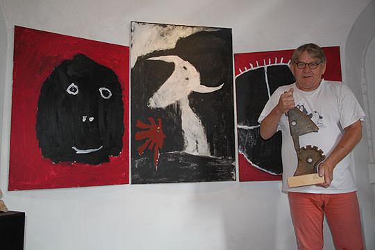 Willi Reichert ist wieder als Turmwächter aktiv und freut sich auf die nächste Ausstellung, die am 16. August eröffnet wird    Foto: Hartmann