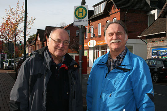 Lothar Rauchfuß (links) und Eckhard Langanke freuen sich über mehr Unterstützung für den Visselhöveder Bürgerbus          Foto: Voigt