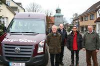 Freuen sich auf viele Fahrgäste: die Organisatoren und Fahrer des Bürgerbusvereins  Foto: Hartmann