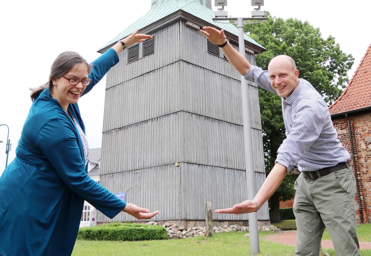 Karin Stöckmann und Hauke Pralle hoffen weiterhin auf Unterstützung für die Kirchturmsanierung. Foto: Nina Baucke