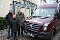 Vorsitzender Eckhard Langanke, Fahrerin Ursula Endres und Webmaster Lothar Cordts (von links) hoffen auf noch mehr Fahrgäste für den Visselhöveder ürgerbus                 Foto: Hartmann
