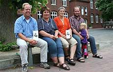 Marc Puschmann, Petra Falkner, Monja Hörl und Konstantin Stolzenberg (von links) bilden den Vorstand des neuen Visselhöveder Grundschulfördervereins Kastanienfreunde   Foto: Hartmann